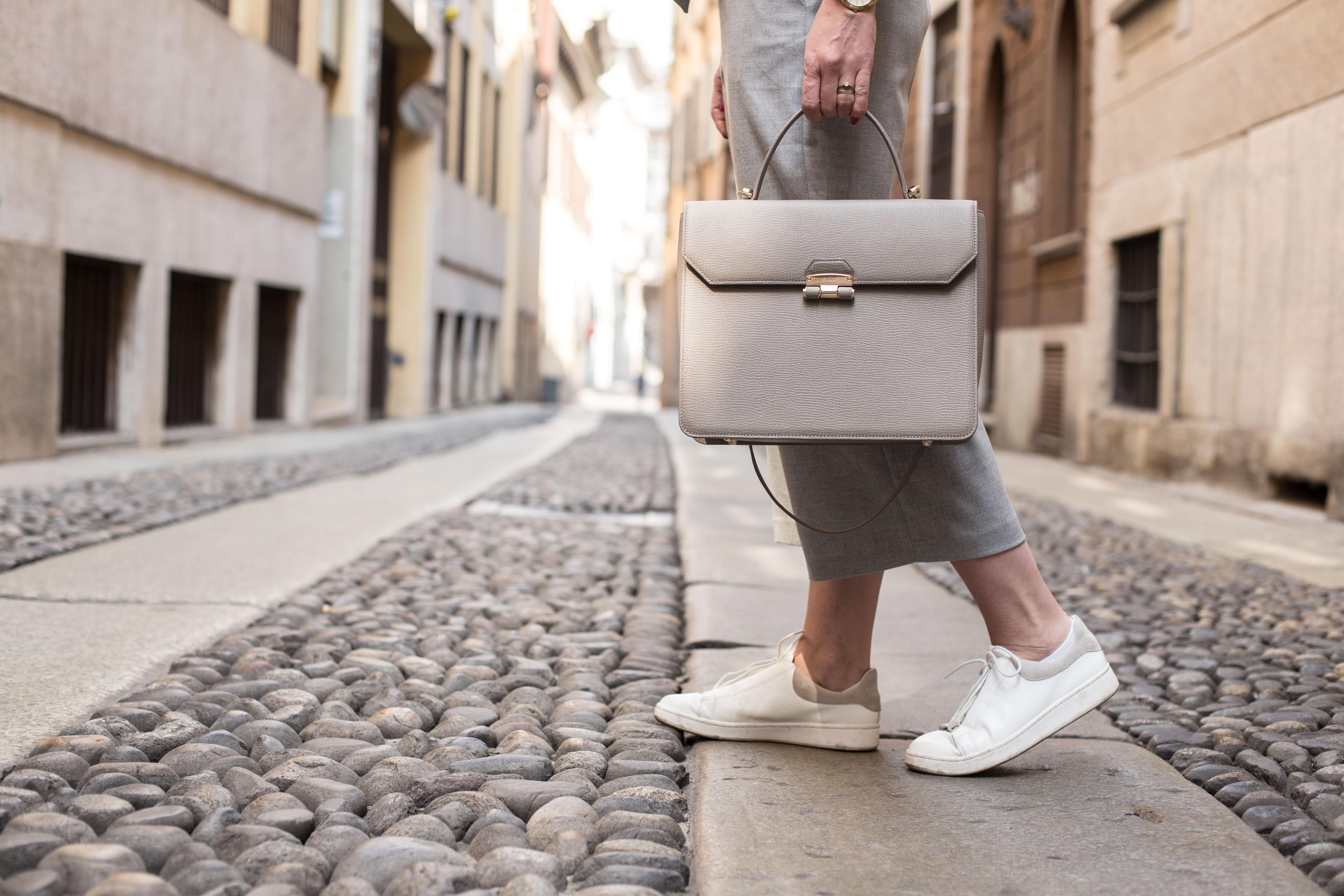 A feminin briefcase