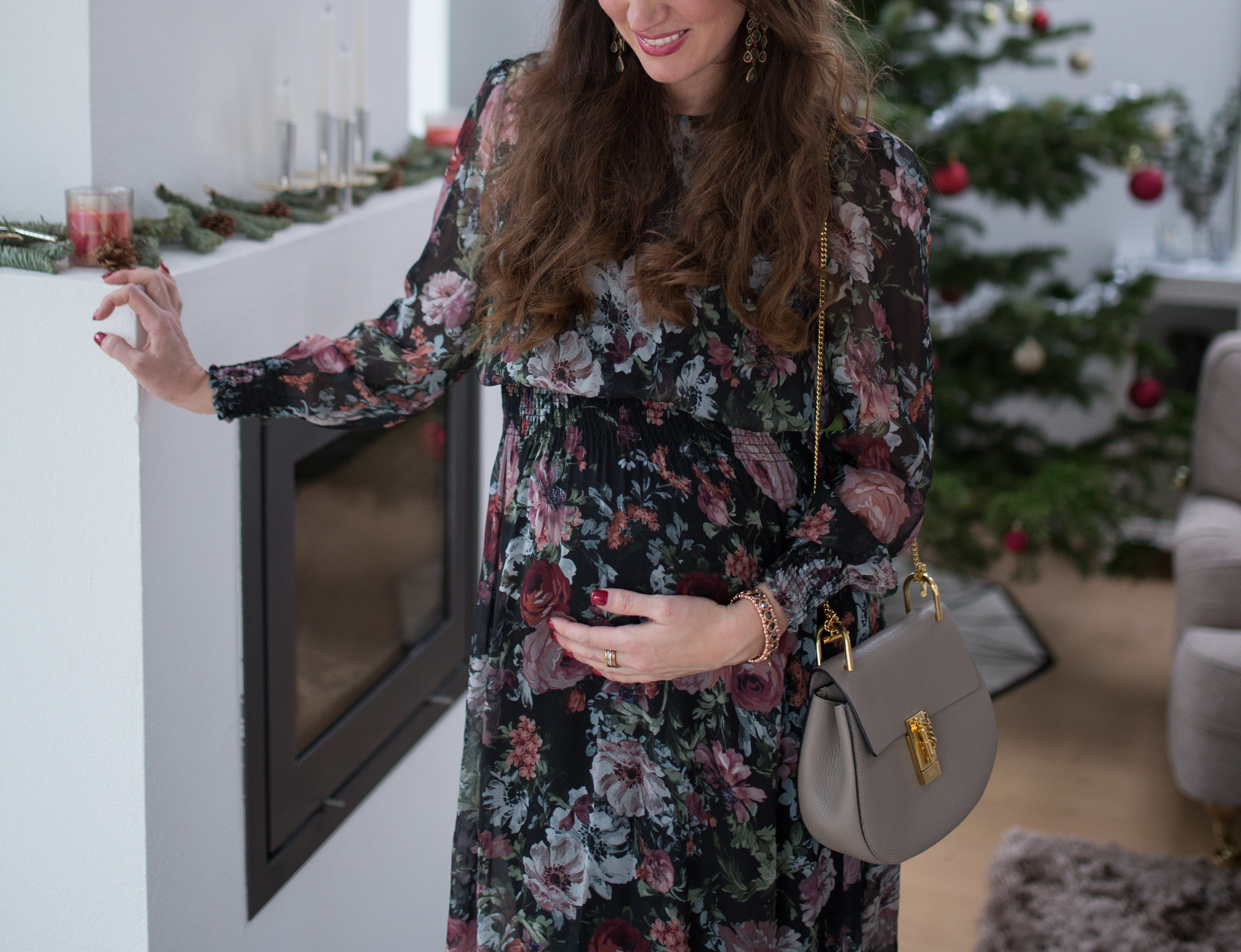 Another beautiful midi dress for stylish pregnant women