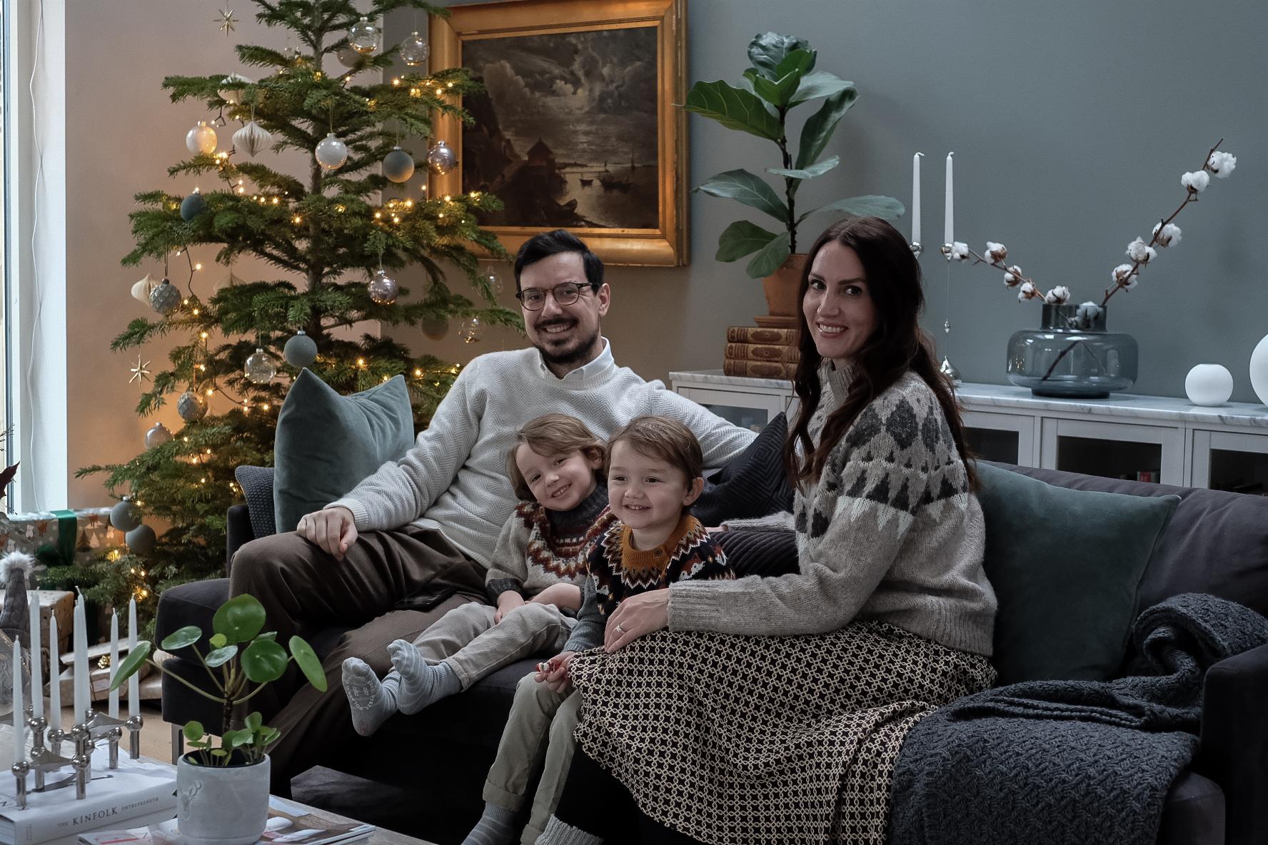 GOD JUL ÖNSKAR VÅR LILLA FAMILJ!